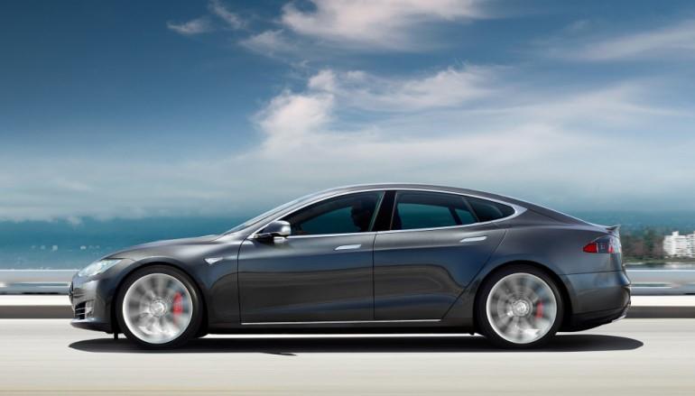 Tesla半自動駕駛功能終獲批