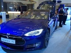 Tesla 全輪驅動版 Model S P85D 抵港試坐