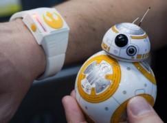 用原力來控制BB-8吧!