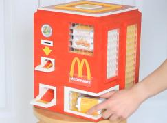 真。LEGO 麥樂雞自動販賣機