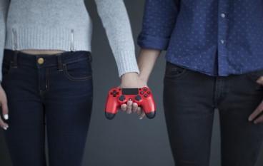 每個男人都想要一個可以一齊打PS4嘅女人