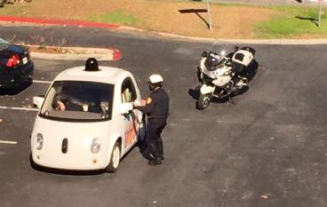 Google 自動車被截停,皆因太慢?