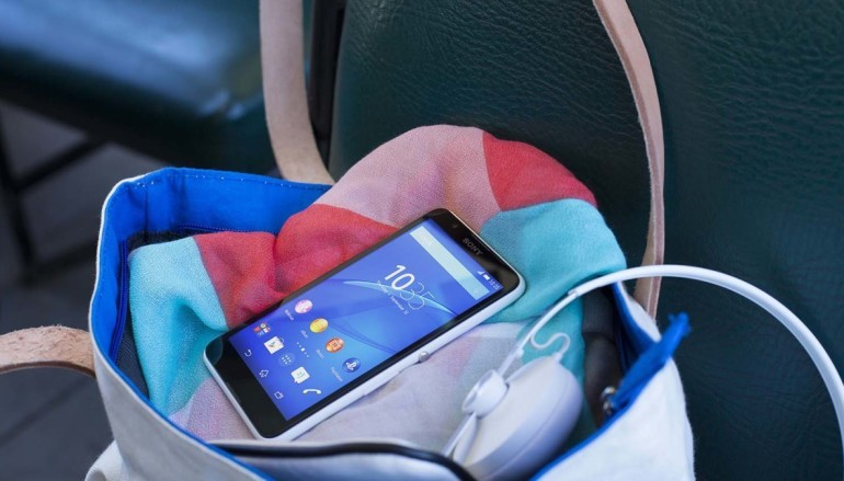 Sony 推 5 吋入門機 E4