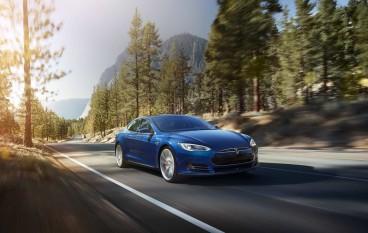 快過美國!香港 Tesla 免費聽 Spotify