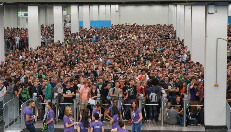 【Gamescom 直擊】公眾開放日人群排滿整個 Hall