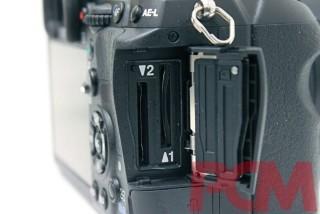 備雙SD卡插槽,仍然是值得一讚的設計。
