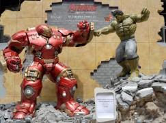 《復仇者聯盟2》等身大雕像駕臨銅鑼灣
