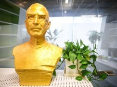 【真。果粉】上海遊戲公司供奉金Steve Jobs像