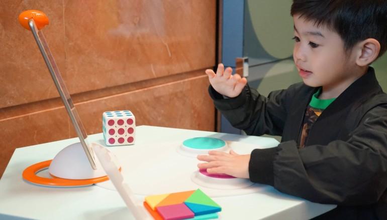 iPad + 視覺辨識科技玩七巧板同扭計骰