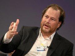 IBM 炒人 Salesforce 出手招攬