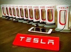 【真‧粉絲創作】 Tesla 電話充電擺設