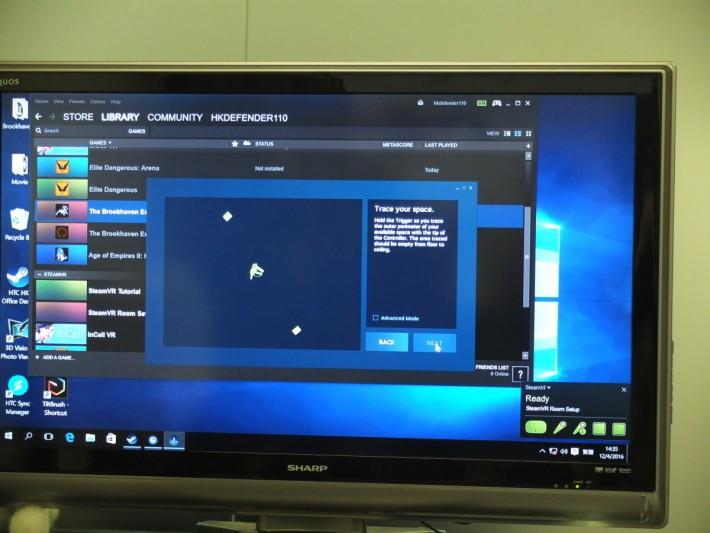 HTC Vive 擁有獨門的空間追蹤,能夠捕捉用戶頭部動作及手掣的揮舞,帶來極為逼真的虛擬體感。
