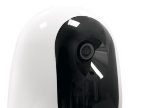 具備 720p 高清 110 度超廣角鏡頭。
