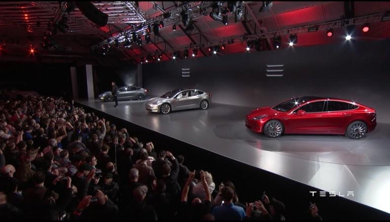 Tesla Model 3 終於亮相賣 USD$35,000