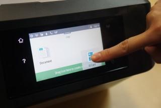 新一代 Touch Screen 靈敏得多,仲支援放大縮細、Drag and Drop 等操作方式