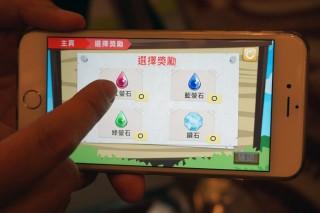 浸信會天虹小學的校內獎勵計畫App《天虹拯救隊》鼓勵學生完成各種學習任務去獲取「螢石」。