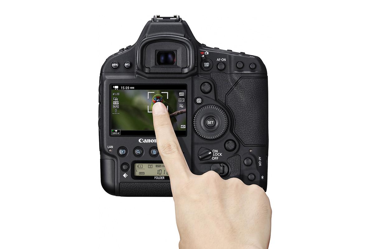 首次在EOS 1 系上加入觸控對焦操作,拍片方便不少。