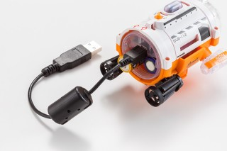 潛拍機以USB進行資訊存取。