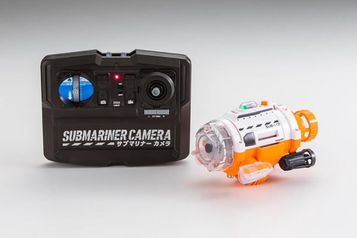 潛拍機以2枚2A電池驅動,新電池可連續運行40分鐘。遙控器以4枚2A驅動。