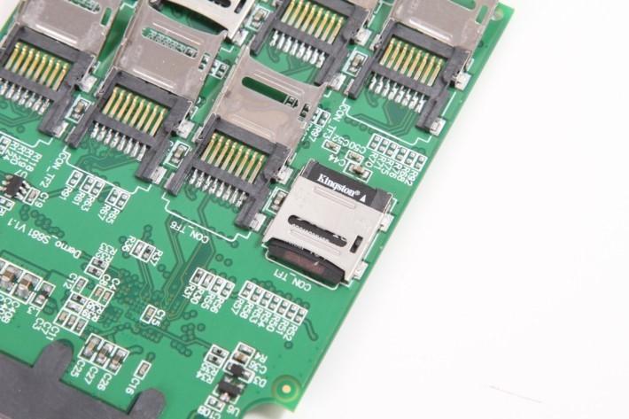 裝卡都唔難,有點似裝Socket CPU。