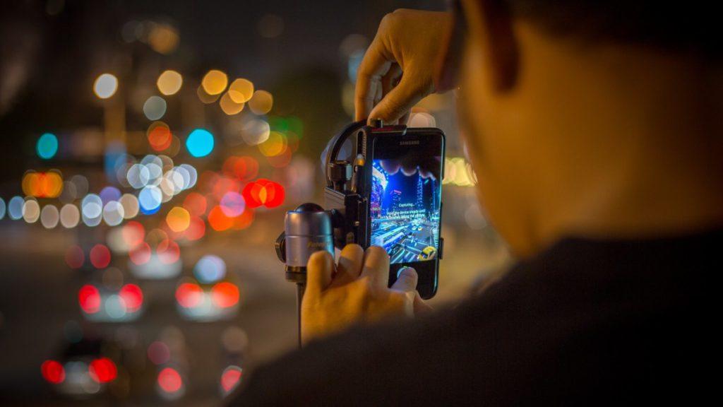 在手機攝影技術愈來愈先進的同時,攝影產業每年都有雙位數下跌,加上肺炎疫情影響,下跌幅度就更明顯。