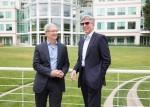 在位於Cupertino的 Apple園區,Apple CEO Tim Cook 和 SAP CEO Bill McDermott公佈合作夥伴關係。