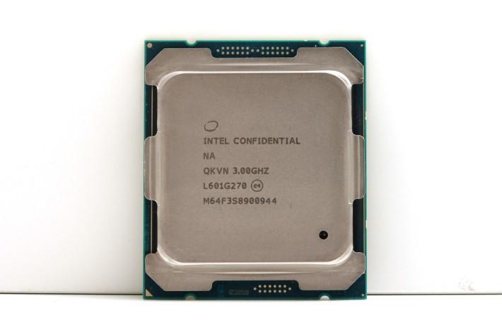 今次測試的 Core i7-6950X 工程樣本。
