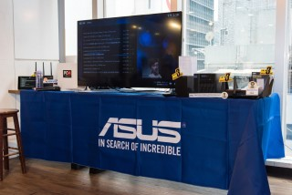 示範以NAS直出4K電視,同時使用流動裝置播片,效果依然流暢。