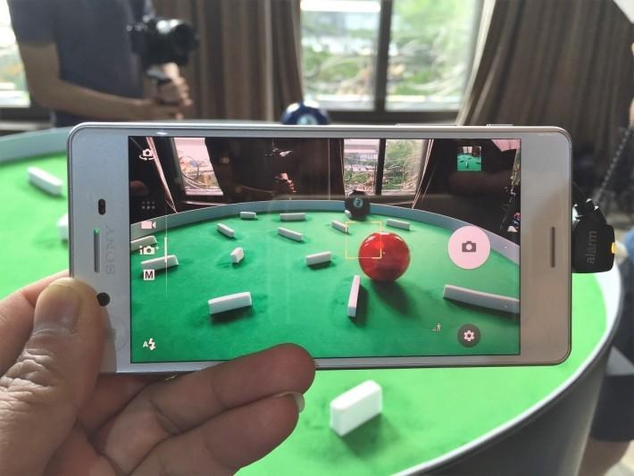 在相機上按一下屏幕上的拍攝物,便會啟動預測追焦功能。