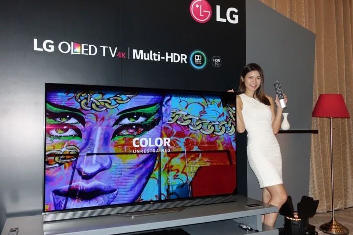 LG 4K HDR OLED TV E6 採用 Picture-on-Glass設計。