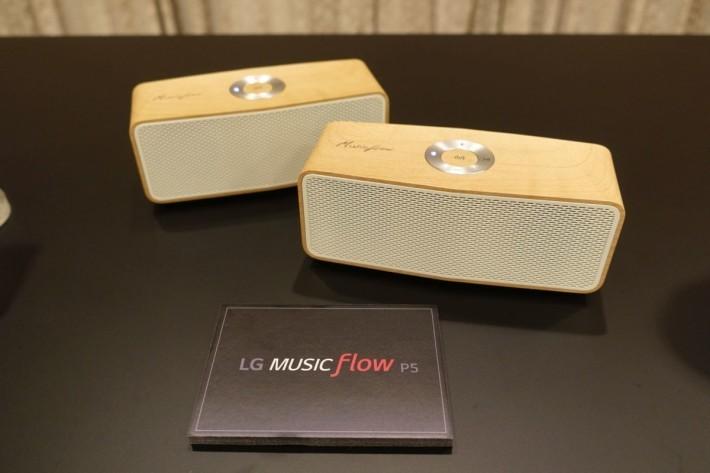 LG Music Flow P5 採用木紋設計。