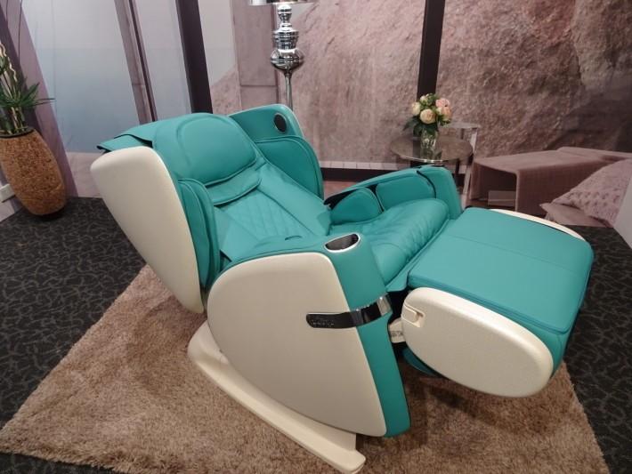 使用者可把按摩椅調到無重力狀態去進行按摩,格外舒服。