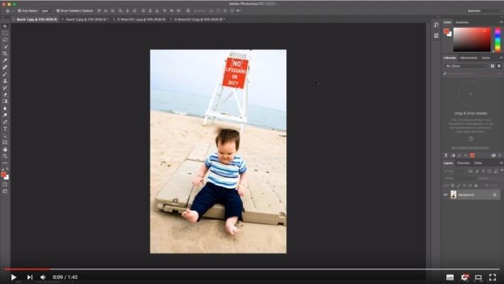 Photoshop 使用這張相片作示範,可見小孩及背後的紅色牌都是重點。