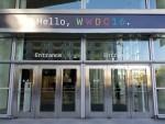 會場門外也以Coding方式貼上「Hello, WWDC 2016」。