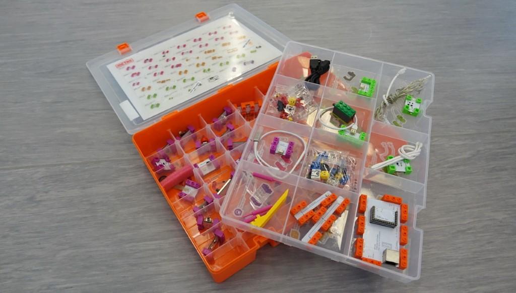 Metas Inno Lab 套件,為小學至高中生而設的課程,包括電子電路、積木搭建 Scratch 編程學習及 3D 打印的綜合課。