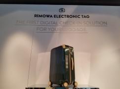 【e-Ink 取代紙片】RIMOWA 電子標籤行李箱內置電子行李牌
