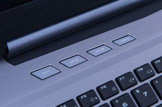 特別提供的 4 組自訂功能鍵,玩家可訂定按鍵功能,提高作戰效率。