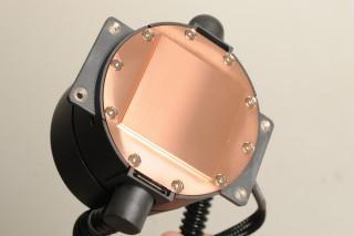 水冷頭使用銅底設計。