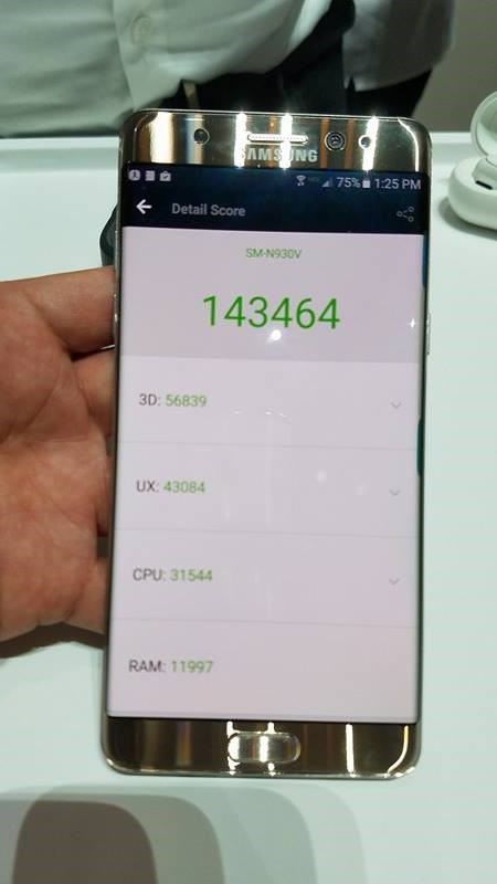 Galaxy Note 7 以antutu 跑分高達 143,464 分,屬頂級之列,亦見到Snapdragon 821的威力。