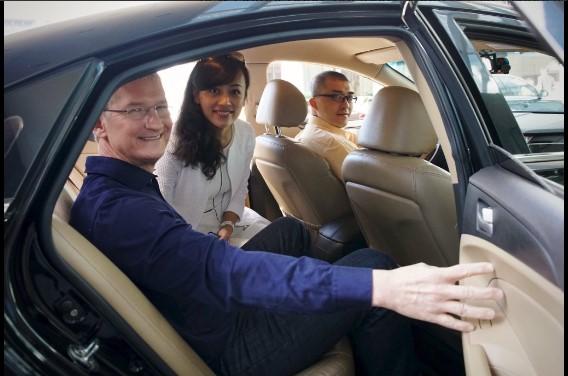 Apple CEO Tim Cook 與滴滴出行總裁柳青