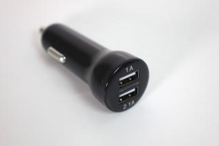 貼心設計提供兩個 USB,讓用戶就算替車Cam充電時仍然可以替手提裝置充電。