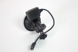 車Cam的支架設計小巧,已結合GPS功能。