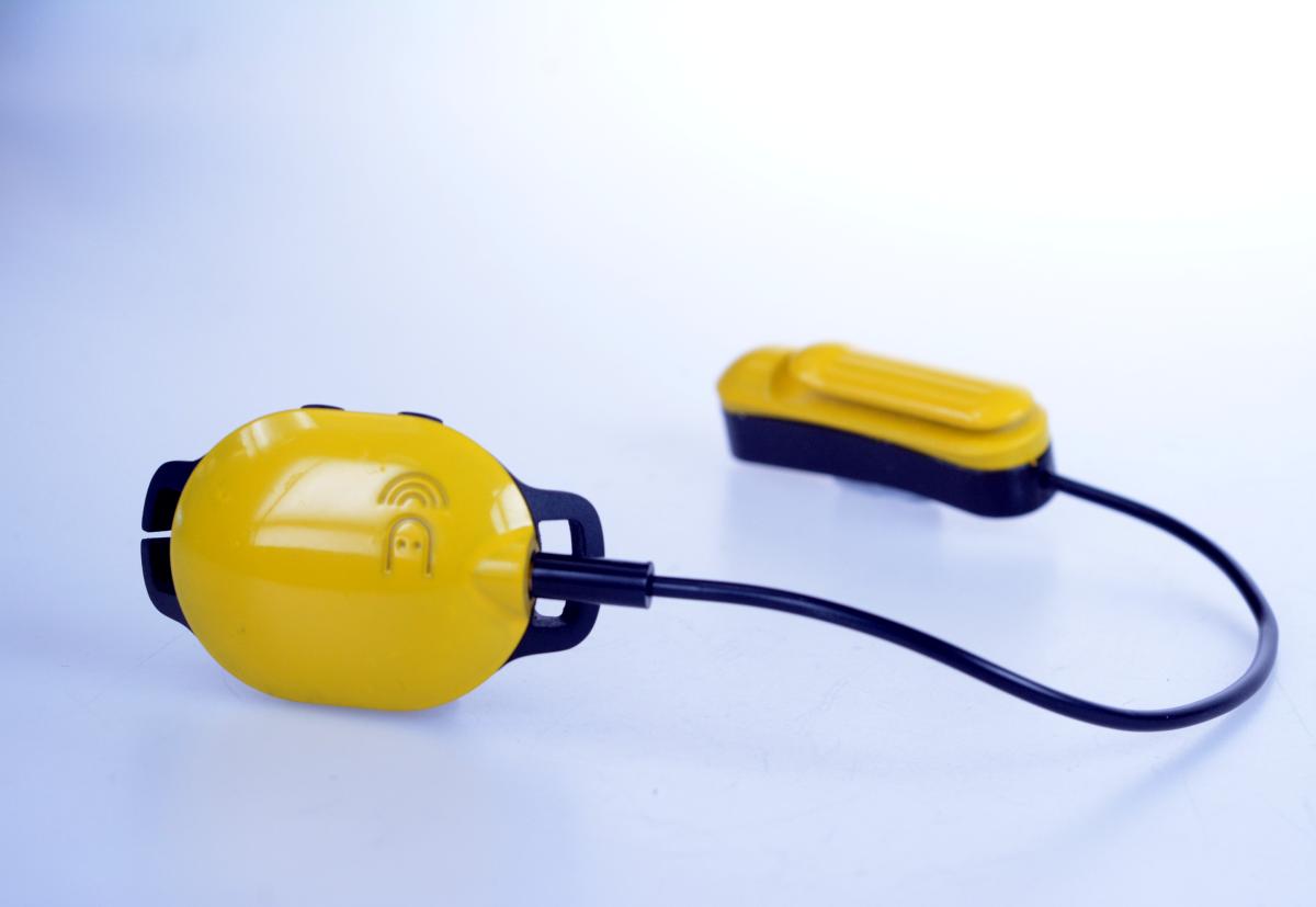 Marlin 由兩個部分,分別是放於耳骨位置的骨傳導提示器及置於頭後的游泳監察儀,防水深度 2 米,每次充電可用 10 小時。設計已獲香港專利,正在申請美國專利。