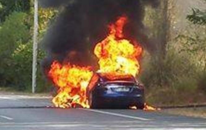 Tesla-Model-S-fire-france