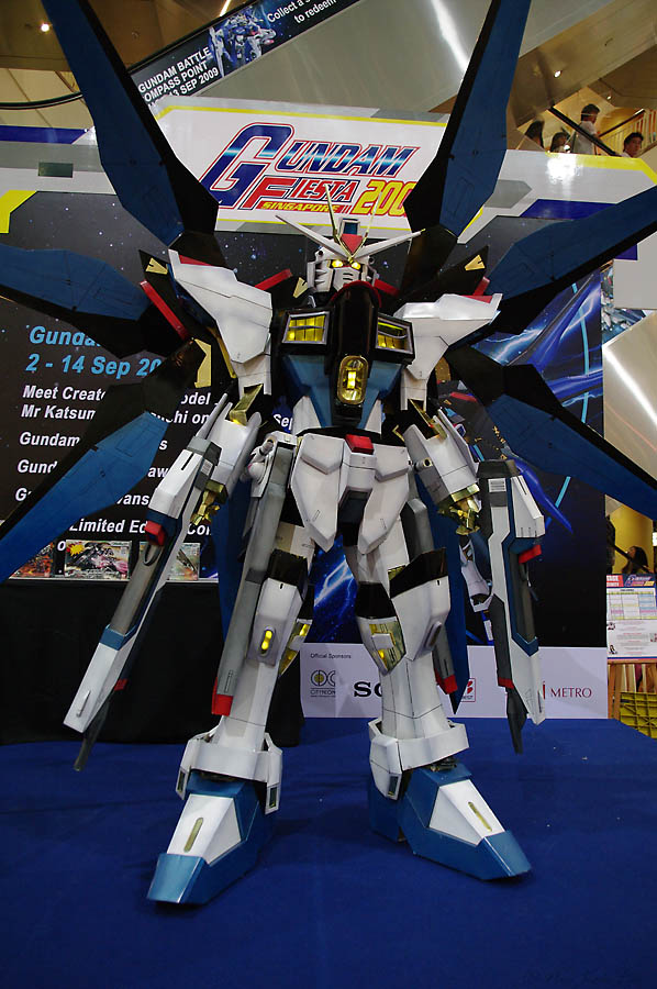 strike_freedom_gundam___5_of_5_by_miragecld-d304zz3