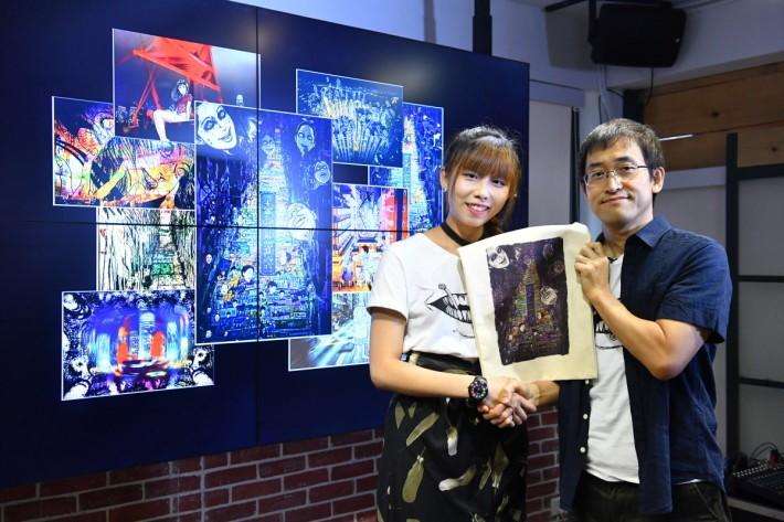 伊藤潤二香港書迷會創辦人Hana代表香港書迷送上紀念品v1