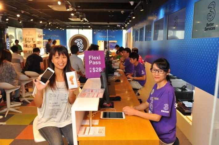 送6個月悅換悅新Flexi Pass,出機的6個月後可選擇退還上台時選購的iPhone 7 / 7 Plus再簽新約選購新手機,唔怕「加監」約疊約。