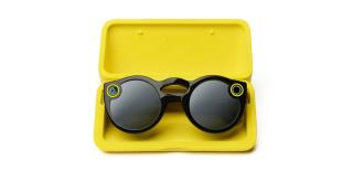 利用附隨的特製眼鏡盒充電後,可支持一天的拍攝需要。