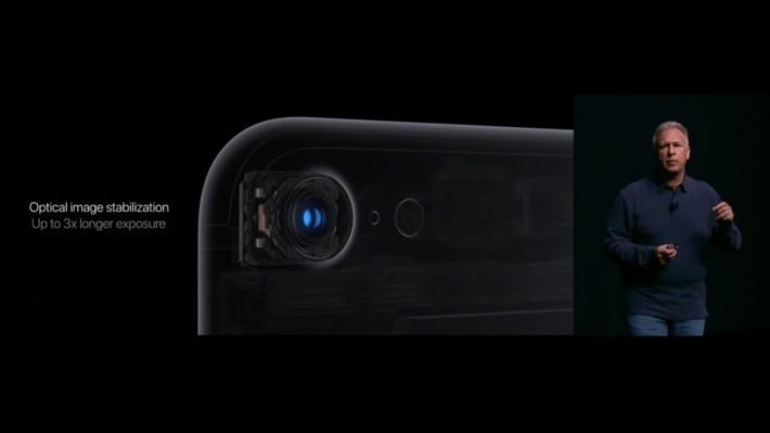 終於為 iPhone 7 主相機加入 OIS 功能,不再是 Plus 版專有的配置。
