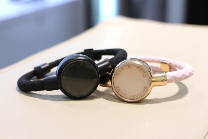 同場加映Michael Kors出品的健康追蹤手環,可作計步及監測睡眠等,售價$950。